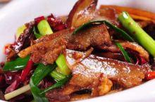 张家界旅游,都有哪些特色美食小吃?  张家界位于湖南西北部,是著名的旅游风景名胜区,在旅行途中,美食