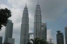 吉隆坡是马来西亚的首都,那里有著名地标双子塔,国王皇宫,独立广场,是大马的政治,经济文化中心