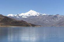 """羊卓雍措,藏语意为""""碧玉湖"""",是西藏三大圣湖之一,像珊瑚枝一般,因此它在藏语中又被称为""""上面的珊瑚湖"""