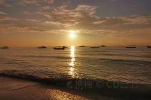 还是先来三句打油诗。 日出日落 周而复始, 这亦如人生 来来往往 , 静思过往  亦要展望未来 感谢