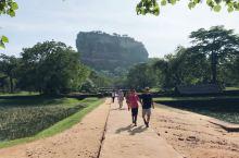 狮子岩是斯里兰卡最著名的景点。 离丹布勒约半个小时车程。 狮子岩的介绍和背后的故事网上很多,这里就介
