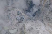登别温泉是北海道代表性的温泉,其一大源头便是登别地狱谷,所谓地狱谷,其实是一个火山口遗迹,常年弥漫着