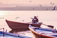 【恒河|清晨神性之美】  旅行者几乎是为了恒河而来瓦拉纳西,我也不例外,不管是恒河夜祭还是清晨安静祥