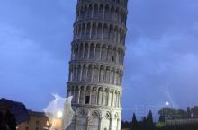 N年前大雨后夜幕下的比萨奇迹广场,怀念一下!