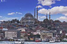 在土耳其的伊斯坦布尔,我觉得最让我感到震撼的当属锡南设计的苏莱曼尼耶清真寺了。它位于加拉塔萨雷对面的