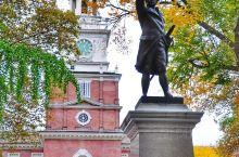 费城的独立宫是一座建于1732年的红砖小楼。正是在这座貌不惊人的小楼中,华盛顿、富兰克林、杰佛逊等美