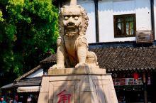 【苏州古镇免费攻略】一座和苏州同龄的古镇-甪直   悠长的小巷里不时的飘来大爷煎海棠糕的味道,阿婆依