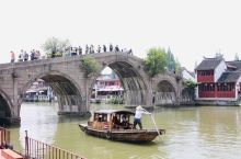 五一闷在家里也不是办法,不出上海就在上海郊区逛逛,先去青浦朱家角古镇转转,然后再去淀山湖边新建不久的