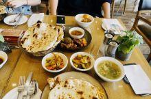 【旧照片——馕】记不清当年去的印度的酒店名称了,只记得每天都在吃馕,对,这个也叫馕,和新疆的馕大不相