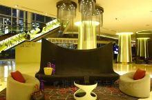 在市中心享受城市旅行度假,花花推荐可以选择下榻于雅加达铂尔曼酒店~~酒店2014年新装修完毕,共有4