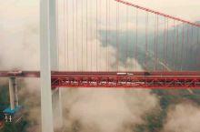 坝陵河大桥 坝陵河大桥是中国贵州省安顺市境内连接东西两岸的高速通道,位于坝陵河水道之上,是上海—昆明