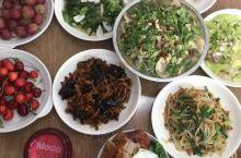 刚回家,父母给准备的丰富的午餐,非常有营养,而且味道超级棒,还有饭后水果,非常温馨的一个午饭。