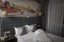 酒店整体干净卫生洁净明亮,风格简洁大方,而且价格实惠性周边价比最佳,预定起来很方便,交通便利。酒店内