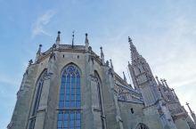 坐落在阿勒河边上的伯尔尼大教堂全名为MUNSTER ZU ST.VINZENZ是典型的哥特式建筑,造