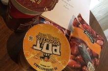 在爱尔兰的超市买方便面和当地的食物来吃,味道很不错,而且一共买了一大堆东西,只要30欧,价廉物美。