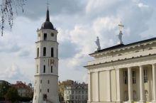 立陶宛首都维尔紐斯,一个美丽、友好、安静的文化城市,也是摄影师镜头下最美丽、最雅致的欧洲城市之一。