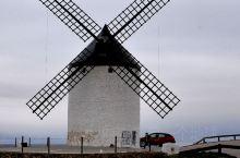 孔苏埃格拉及托雷多是二个有名小镇,空苏埃格拉是风车小镇,有风车群;托雷多是文艺小镇,有城堡、圣马丁桥