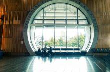 新西兰国家博物馆是南半球较大的博物馆。该馆座落在惠灵顿皇后湾附近,地处市中心,是新西兰唯一由政府管理