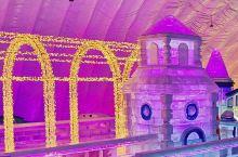 哈尔滨冰雪大世界室内冰雪主题乐园是哈尔滨的热门景点,里面的冰雕十分好看,就像是孩子们的童话乐园。建议