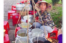 她们卖的是糖水!和广州糖水有的比。不过我没试。