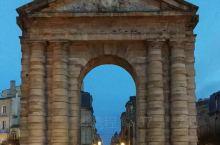 波尔多的胜利广场(Place de la Victoire),模仿罗马的卡比托利欧广场造型,主要建筑