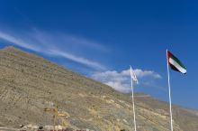 阿联酋最高峰,风景不错,山上比山下大概低4-5度,很舒服。但是山下很容易起雾,所以往海湾一侧望的时候