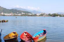 泛舟费瓦湖。在尼泊尔一个很奇怪的事就是所有景点不收门票,今天费瓦湖一样,只收船票,而且船票有很多价格