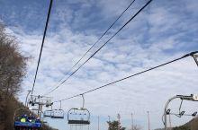 推荐理由: 每年都来的地方 我住春川,坐地铁二十分钟就能到 滑雪场不大,十二月份来人很少,滑着挺舒服