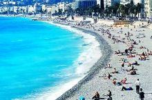 法國南部的尼斯,面朝地中海,背靠阿尔卑斯山脉,得天獨厚的地理位置造就了仙境般的環境,是法國僅次於巴黎