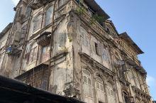 孟买,贫富共存,历史见证,有世界上最贵的私人豪宅,也有最大的贫民窟。