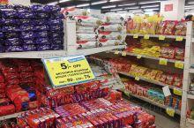 超市,很多食物折合人民币几块钱,便宜