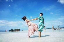 这样玩拍处女岛,喜欢的朋友请点个赞 透亮的水,洁白的沙,湛蓝的云,婀娜的身姿,我也被照片中的你们美呆