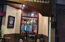 清迈很赞的一家意大利餐厅了,位置也很好,就在香格里拉酒店右手边的不行三分钟的对面的一条小路上,基本每
