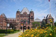 Legislative Assembly of Ontorio, 很有特色的一栋建筑,位于Unive