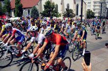 #亲子游:感受环法自行车赛的快乐与刺激#环法自行车赛是知名的公路自行车运动赛事,主要在法国,但也经常