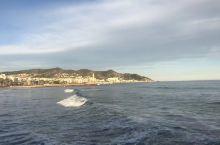 这里充满了地中海风情 海洋、阳光、沙滩、每次看到海 总会心情愉悦 这就是所谓的面朝大海 春暖花开吧!