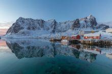 小众旅行 挪威罗弗敦群岛 罗弗敦群岛散落在汹涌湍急的挪威海中,地处北极圈以北。这一片人迹罕至的边境地
