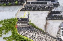 惠山古镇内有一座顾可久先生祠,可能大家并不知道顾可久是谁,他是海瑞的老师,为官清正,耿直敢谏,是有名