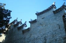 桂花屋位于石城县县城内 ,是石城县城唯一保存较好的客家民居,是清代客家民居的典型代表,体现了独特的客