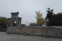 钟祥博物馆看明藩郢靖王墓、梁庄王墓出土精品文物。