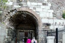 雄伟古朴的安卡拉城堡,已经有1000多年的历史。他是安卡拉这座古老城市的象征,也是一座坚固的堡垒。虽