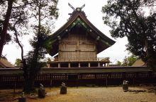 众神国度之上最具代表性的建筑——出云大社  在日本的神话传说当中,鬼神是特别的多的,所以称日本为众神