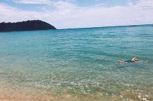 走进这样一片远离喧嚣的独立世界中 在马来西亚的最后一天,我和闺蜜来到了刁曼岛的瓜拉海滩,这里给我的感