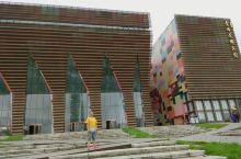 贵州自由行第三天—省博物馆,钟书阁  每一次出行,博物馆,科技馆,都是必经的去处。  乘车近一个小时