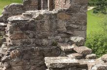 苏格兰高地美景著名的尼斯湖旁的建于古罗马统治时期遗存的厄科特城堡,地势险峻,风景秀丽独特。