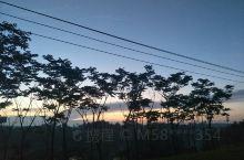美丽的夕阳在落山的时候才体现,成功也一样需要在经过不断努力最后才会实现