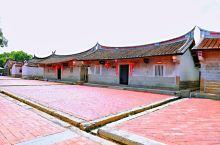 五百多年历史的老宅村落,最本土的闽南建筑文化,燕尾屋檐展现了古代人的智慧与美学的结合。