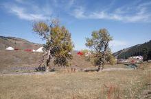 西白杨沟地处乌鲁木齐南山牧场,主要景点有乌拉斯台草原与神布拉克瀑布,在这里不仅可以看见茫茫草原,巍巍
