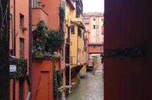 威尼斯河的小乔美丽让我向你及介绍一番  威尼斯运河是大家并不陌生的河流而小威尼斯则是它的一部分也充分