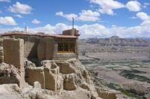 高原神秘古城——中国札达古格王国遗址  札达古格王国遗址位于西藏不让区象泉河畔,遗址建在一座土山上,